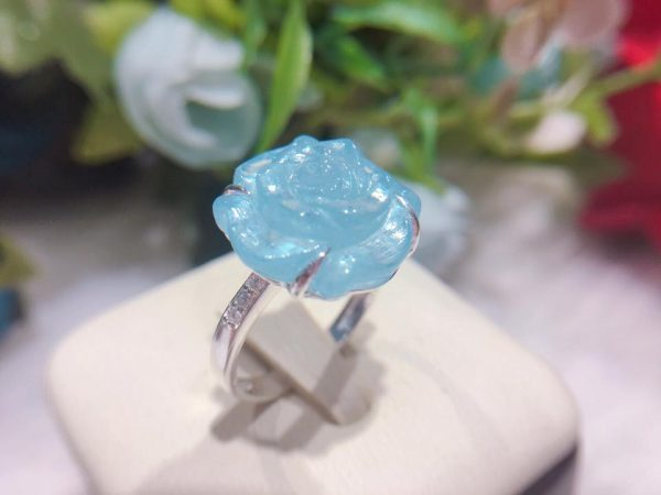 Nhẫn phong thủy hoa mẫu đơn thạch anh xanh NK1