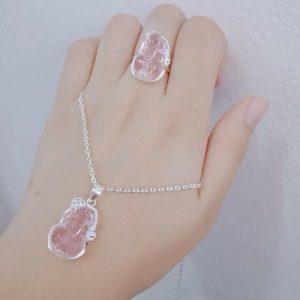 Nhẫn tỳ hưu đá mã não màu hồng NTH3