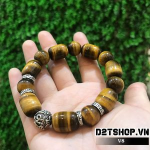 Vòng đá phong thủy mắt hổ nâu vàng kết hợp charm bạc khắc chữ V7